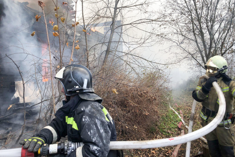 В Петушинском районе сгорел многоквартирный двухэтажный деревянный дом