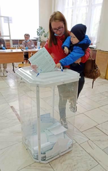 Около 200 тысяч жителей региона отдали свои голоса во второй день выборов