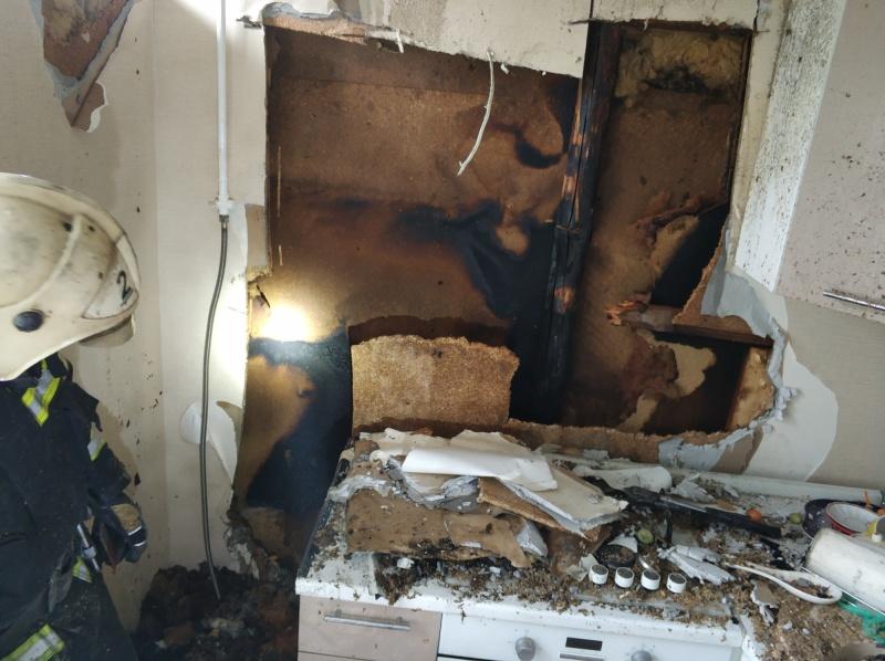 Во Владимире 7 человек тушили пожар в квартире