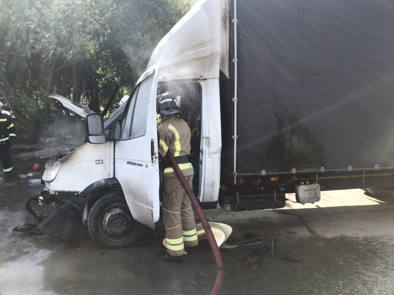 В Коврове 8 человек тушили загоревшуюся Газель