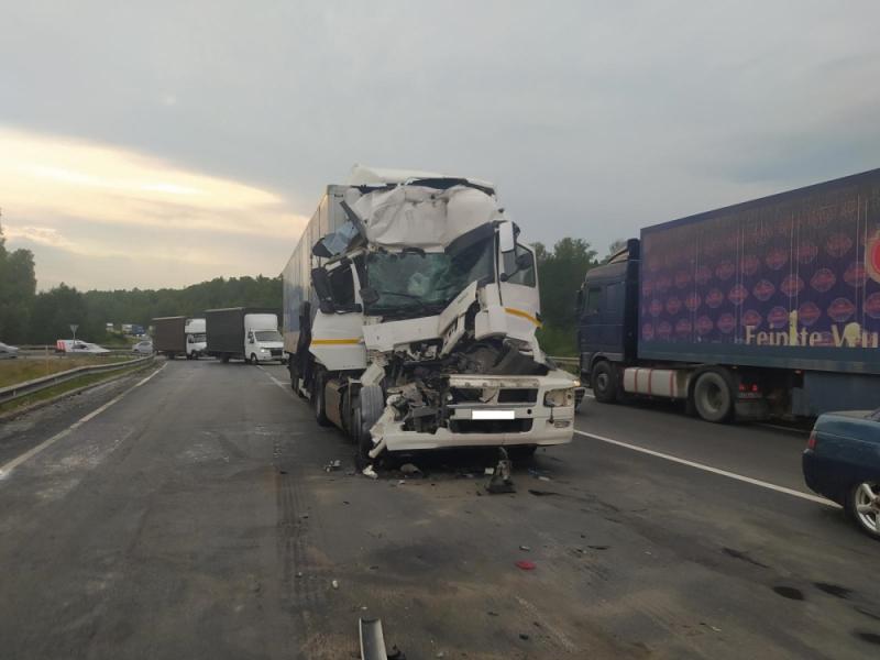 Вчера на трассе М-7 во Владимирской области в столкновении погибли 2 водителя большегрузов