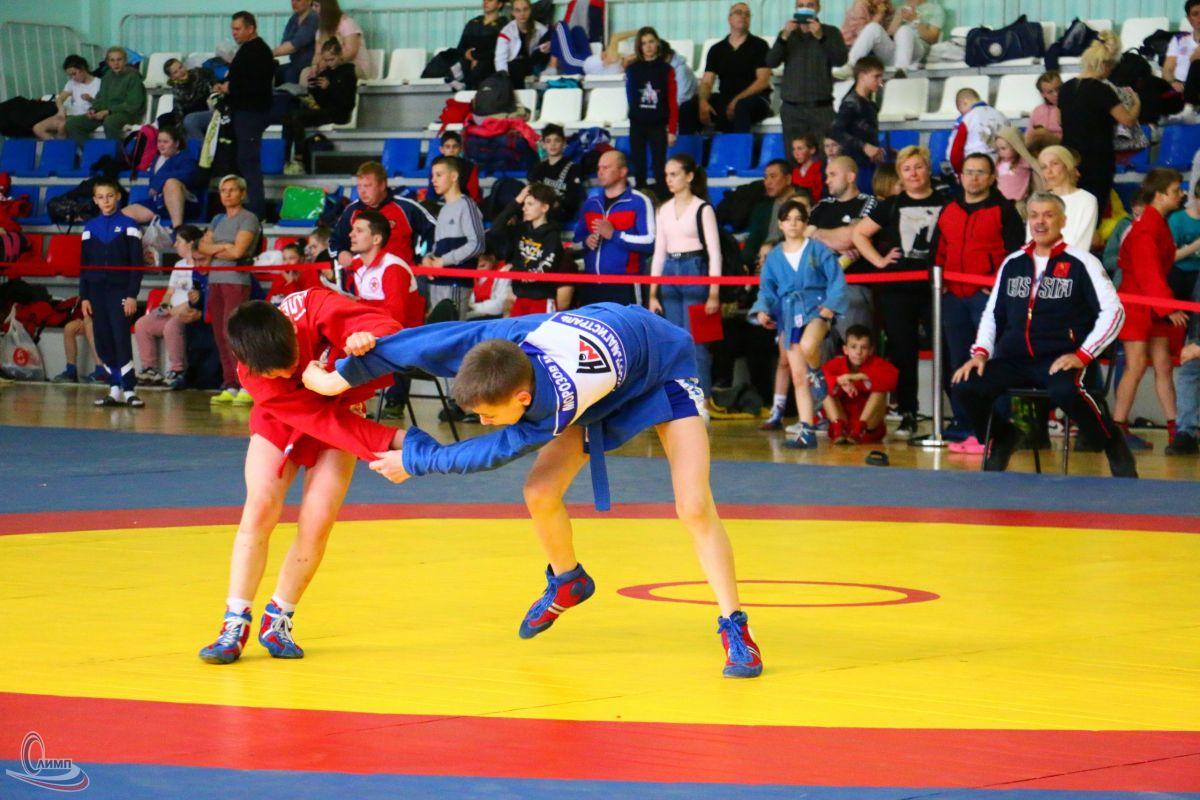 Проводимый при поддержке Росгвардии чемпионат ЦФО по самбо стартовал во Владимирской области