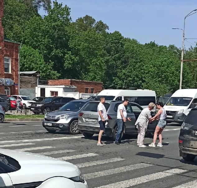 Во Владимире автоледи сбила девушку на пешеходном переходе