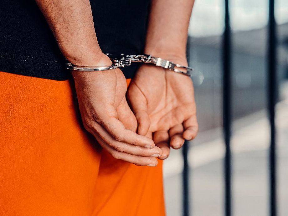 Во Владимирской области пьяный рецидивист решил ограбить свою бывшую учительницу
